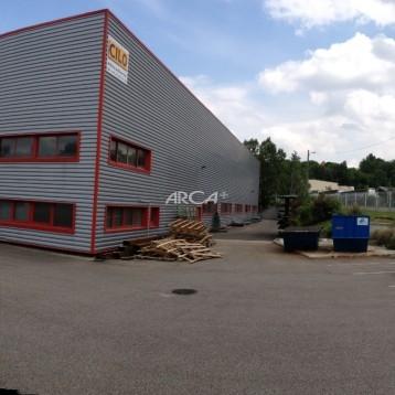 Bâtiment industriel de 1500 m² à louer ou à vendre à Saint-Genis-Laval
